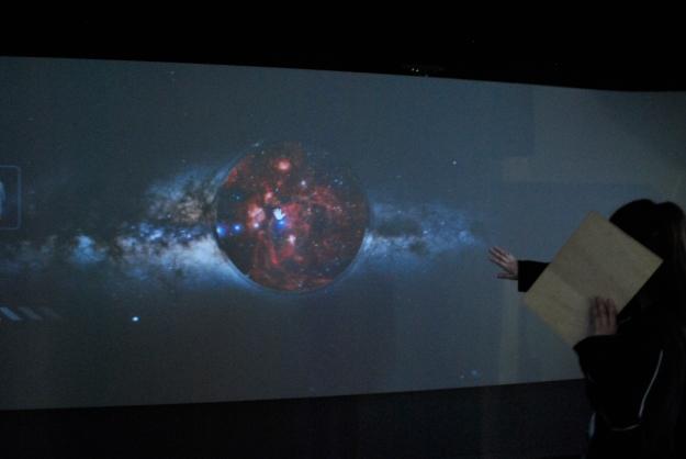 Jeu : faire apparaître avec la main une planète du système solaire